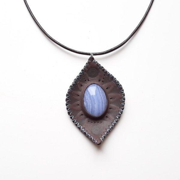 Collier cuir et Calcédoine bleue